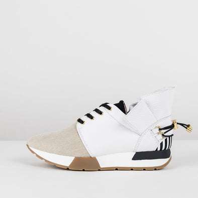 Sporty-style runners in white leather with tip in beige mesh, frilled white panel in the ankle secured with black elastic