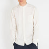Slightly fitted cut shirt in a breathable cotton/linnen mix.