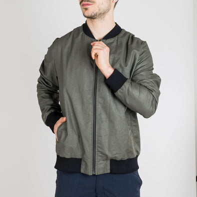 Relaxed fit bomber jacket in a strong and waxed cotton-blend.