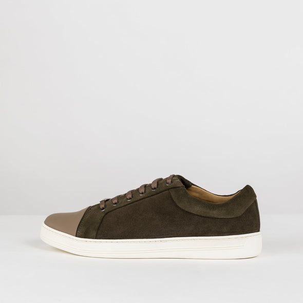 Low top lace up sneakers in brown suede with light brown leather cap toe and white rubber sole