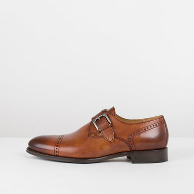 Monk shoes in brown burnished leather with cap toe and heel broguing