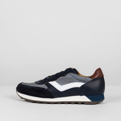 Classic runners in shades of blue with leather, mesh textile and suede panels