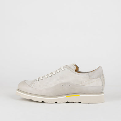 Runners in perforated leather and suede in light grey shades with a yellow detail.