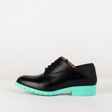 Modern derby shoes in black leather with mint colored sole.