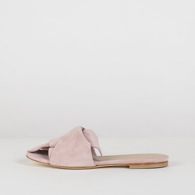 Elegant slippers with large loose knot in light pink suede