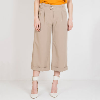 Wide leg cullotes with slim belt.