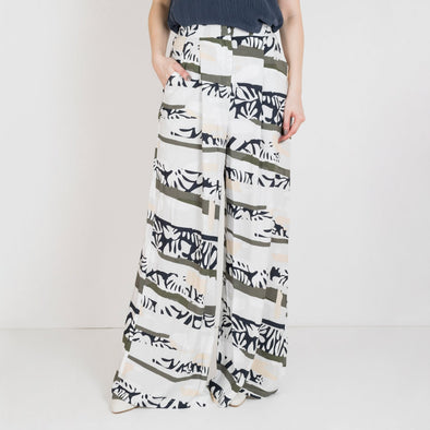 Wide leg pants featuring an all-over print and a concealed hook and bar fastening.