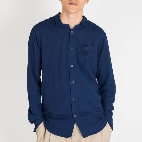 Indigo dyed cotton shirt in a regular fit. The shirt is crafted with a small classic collar and a chest pocket.