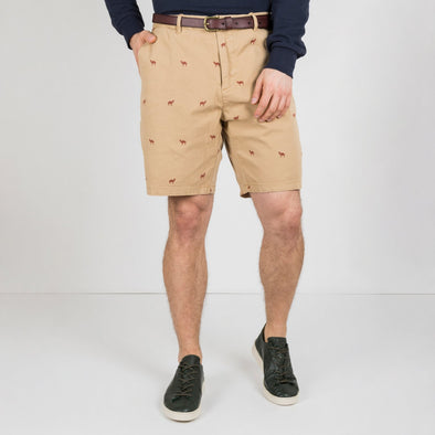 A pair of chino shorts with an all-over mini-print. The cotton shorts in a medium length are garment dyed for a faded look and come delivered with a belt.