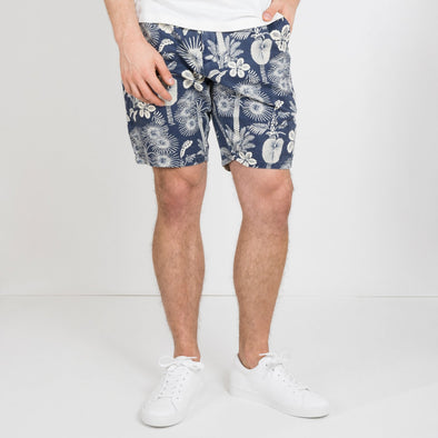 Featuring a zip fly and a drawstring waist, these shorts are made in a cotton-linen blend.