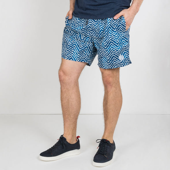 Medium length chino shorts in lightweight cotton with zip fly, two side pockets and two back pockets.