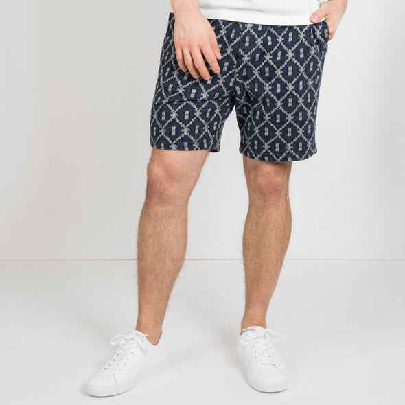 Sweat shorts in rich jacquard-look featuring pockets and a drawstring waist.