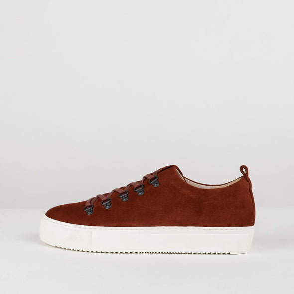 Minimalist sneakers in rusty orange suede with one perforated side panel and white rubber sole
