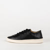 Unisex minimalist sneakers in black leather with a white sole.