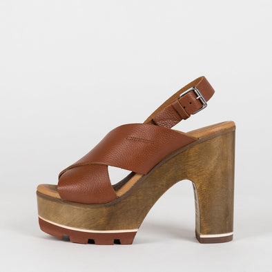 Cross-strap sandals in brown leather with wooden platform and slingback buckstrap