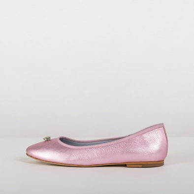 Diamond pink leather minimalist ballerinas with different lovely interchangeable appliques: a bow and a thin strap.