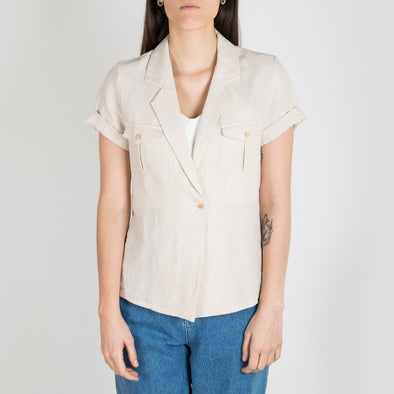 Desert striped shirt with mao collar and short sleeves.