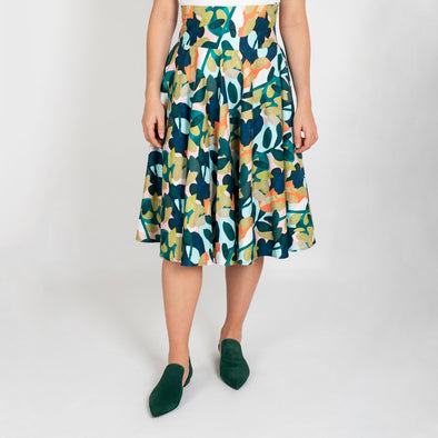 Patterned full skirt with invisible side zipper and invisible pockets.