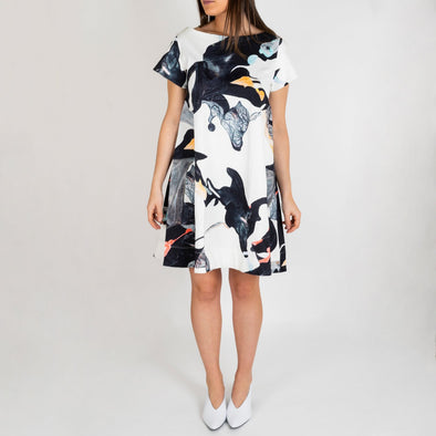 Patterned line dress with side pockets.