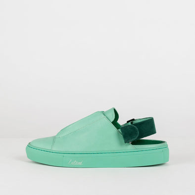 Low top cut-out ankle sneakers in mint leather with interchangeable straps for the ankle.
