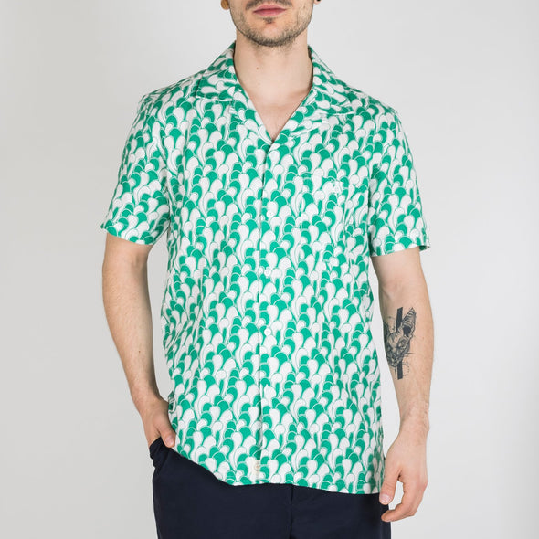Short sleeved bowling shirt in a wave print design.