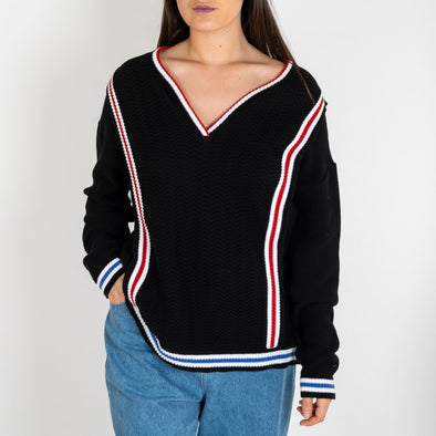 Black knitted jersey with colorful details.