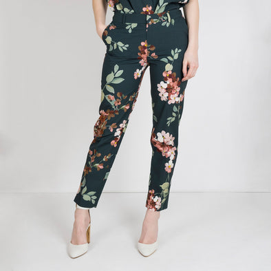Deep teal pantalon with a rich and luxurious flower print. The anke length pant has a straight elegant fit.