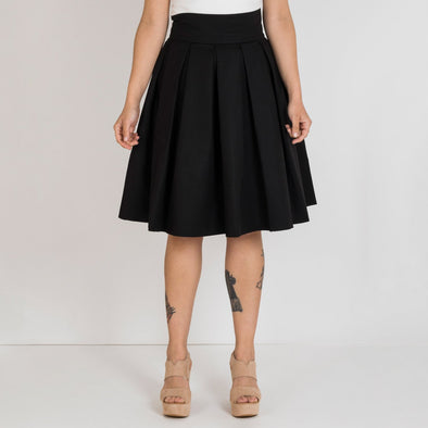 Simple high waisted godê skirt in black.