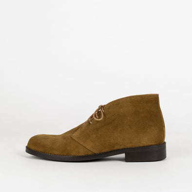 Military brown suede chukka boots with insole leather and rubber comfortable sole.