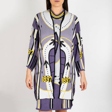 Jacquard knitwear symmetric kimono with sleeves.
