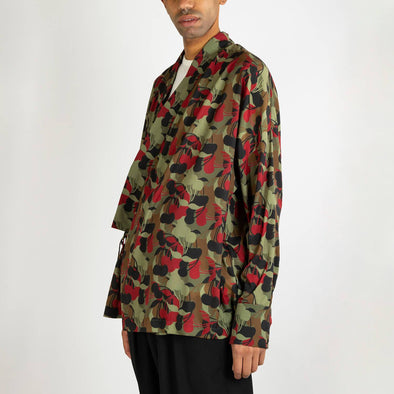 Kimono shirt with cherry camouflage print and long sleeves.