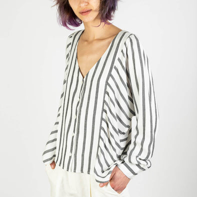 Soft and fluid top shirt with a V-neck and an asymmetrical cut.