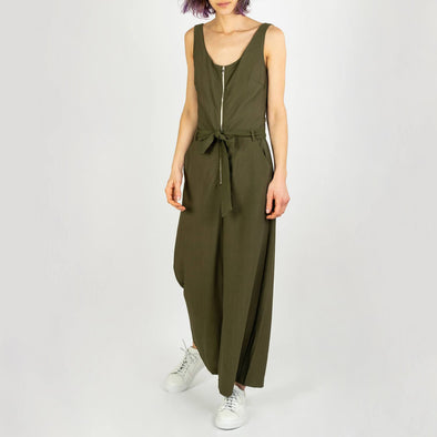 Khaki jumpsuit featuring a tuxedo collar, smallpockets at the front and elasticated waist.