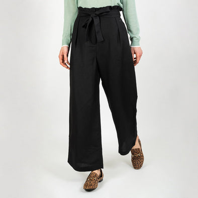 High-waisted black pants with a loose fit, pleats and a belt to tie at the waist.