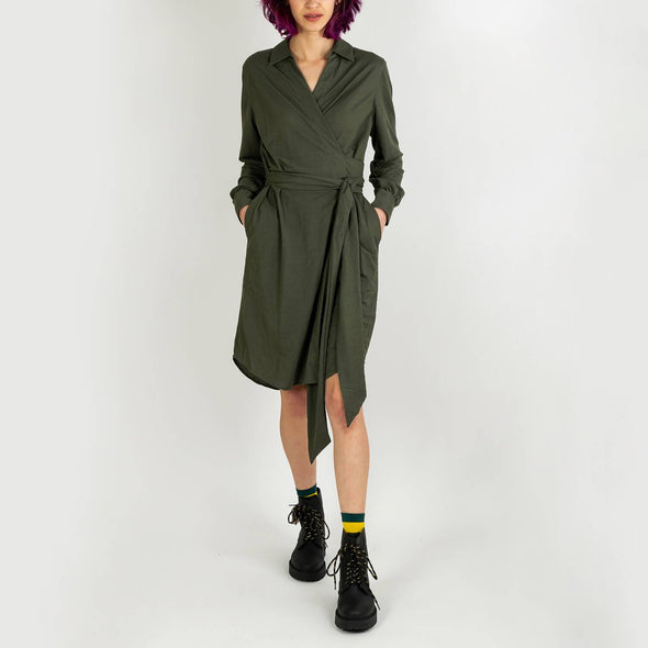 Khaki long-sleeved dress with cross-cut and shirt collar.