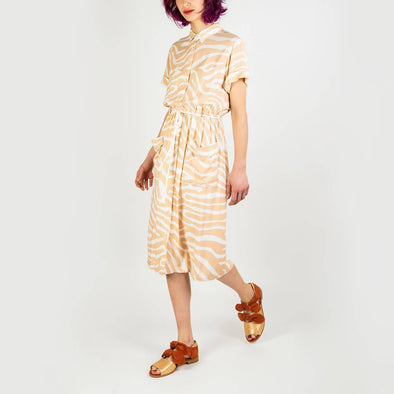 Nude and white patterned midi dress with big front pockets and a string to tie at the waist.