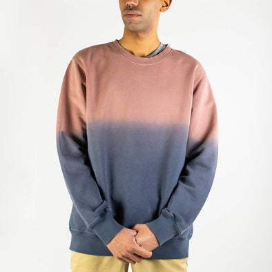 Degradé crewneck in navy blue and misty rose.