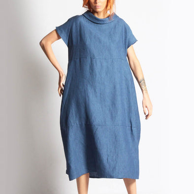 Fluid blue linen dress with pockets.