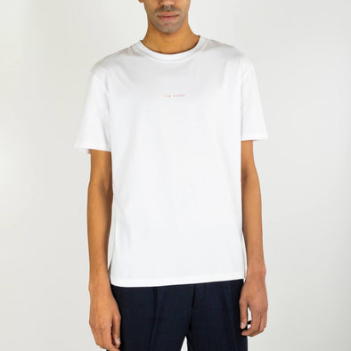 Regular fit white t-shirt with a contrasting embroidery on the middle of the chest.