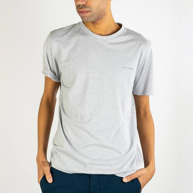 Regular fit grey t-shirt with a contrasting embroidery on the chest.