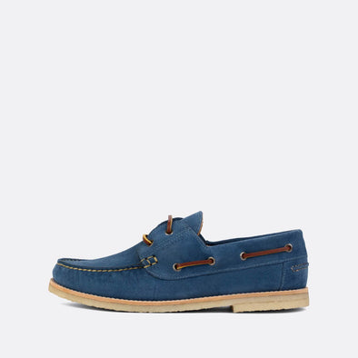 Classic boat shoes in blue suede.