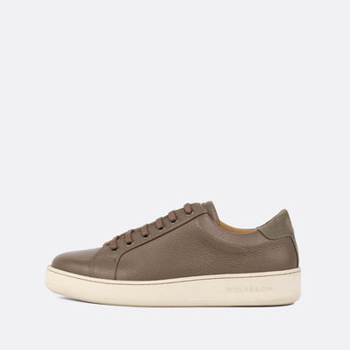 Low top minimalist sneakers in taupe leather and suede panels.