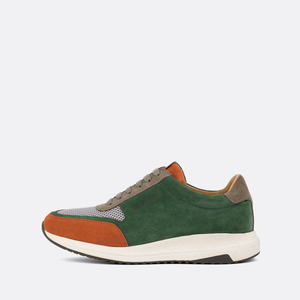 Multicolored casual runners combining leather, suede and mesh.