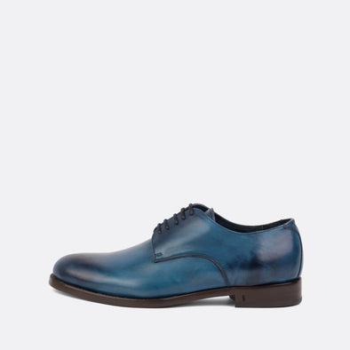 Beautiful derbies with blue patina effect on the uppers and darker toe.