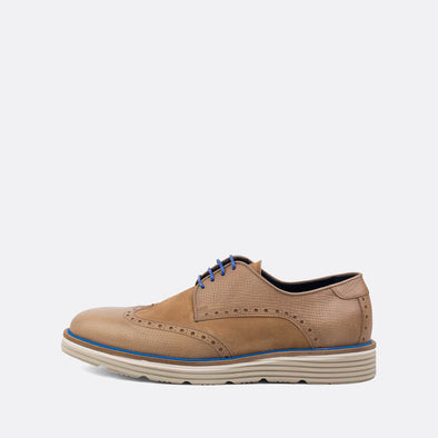 Casual light brown derby shoes with blue details.