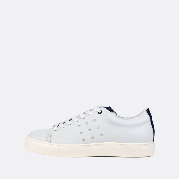 Iconic white low-top sneaker adorned by perforated detailing on the sides, as well as navy suede applications on the vamp and heel.
