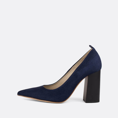 Pump heels in navy blue suede with an elegantly thick matte heel.