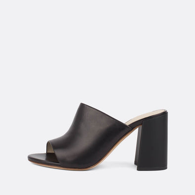 Sophisticated heeled slides in black leather with an elegantly thick matte heel.