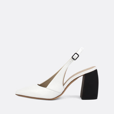 Graceful heeled sandals in white leather with an elegantly thick matte heel.
