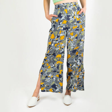 Wide leg trousers in an all over print, featuring side splits, concealed front zip, belt loops, side pockets and mock back pockets.